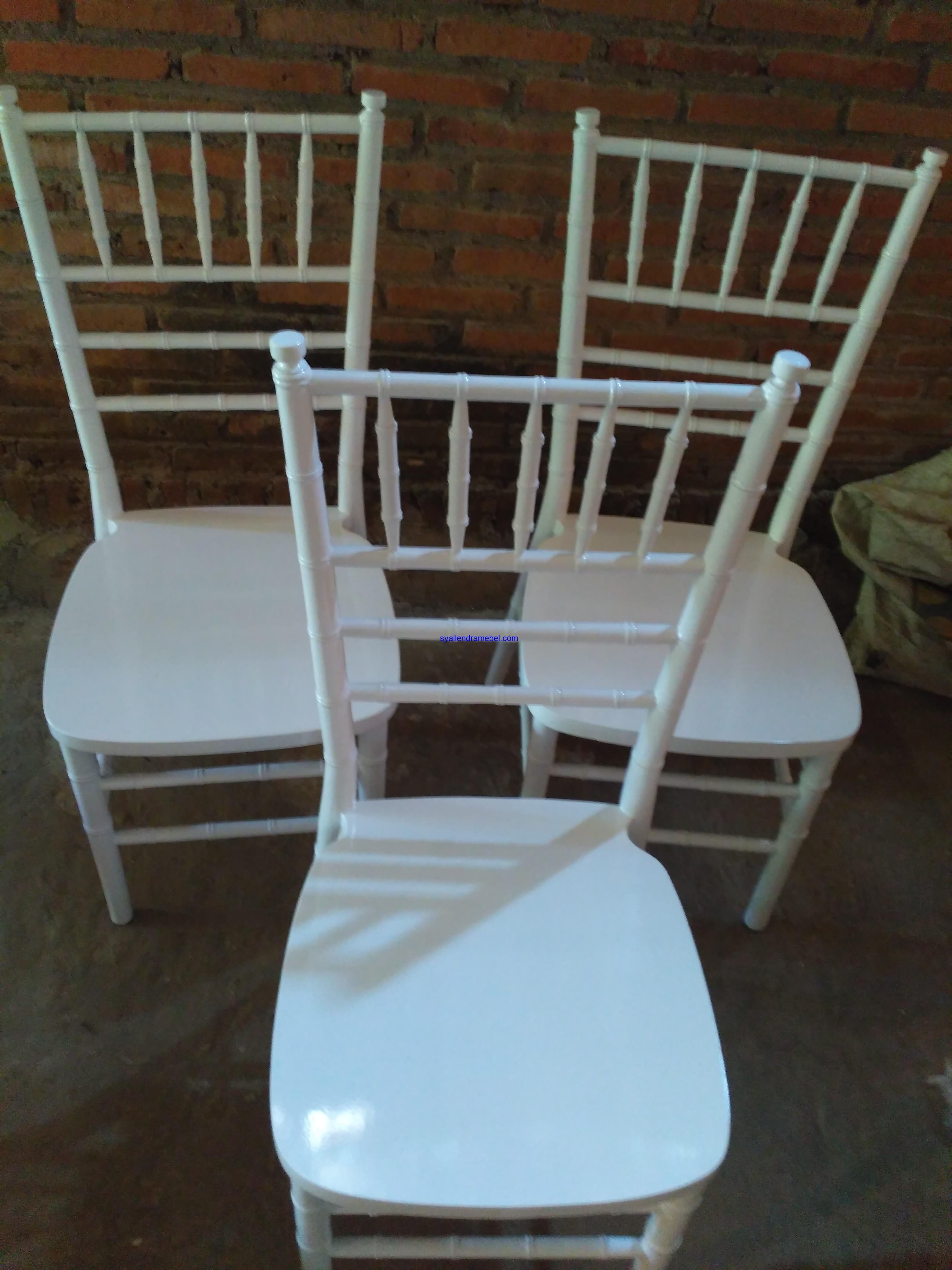 Kursi Tiffany Putih Resepsi