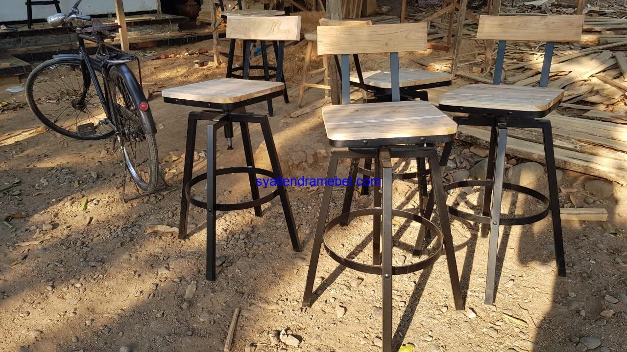 Kursi Cafe Bar Kayu Besi