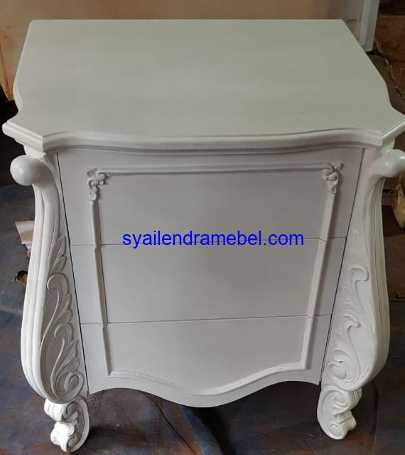 Meja Hias Ukir Putih