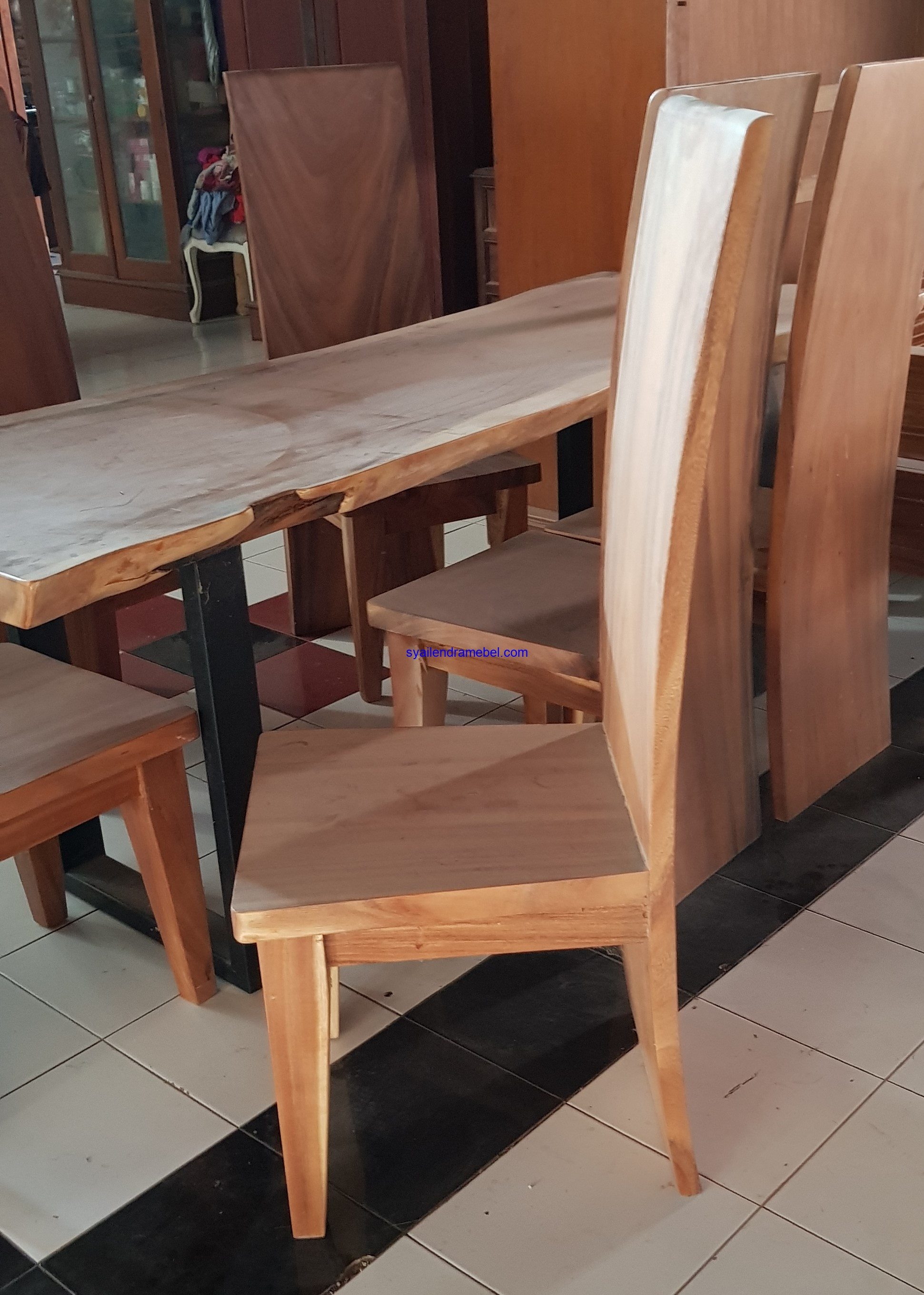 Set Meja Makan Trembesi Rich