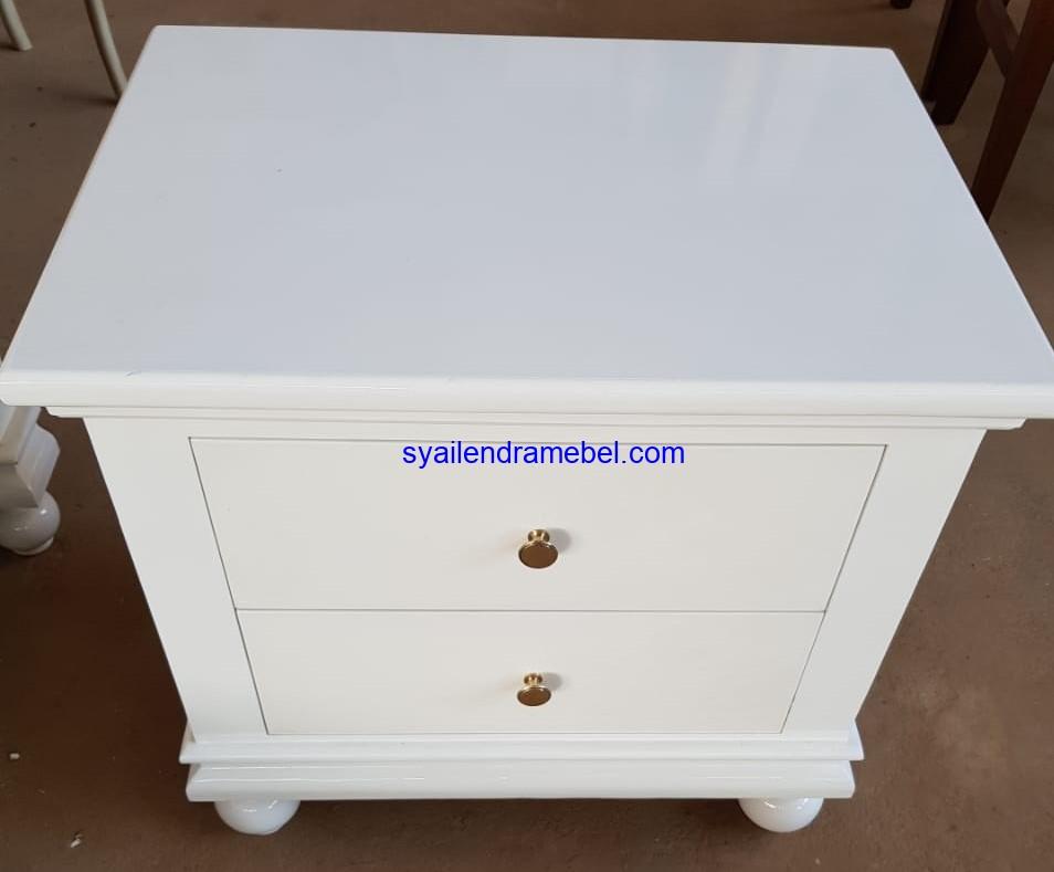 Meja Nakas Putih Minimalis