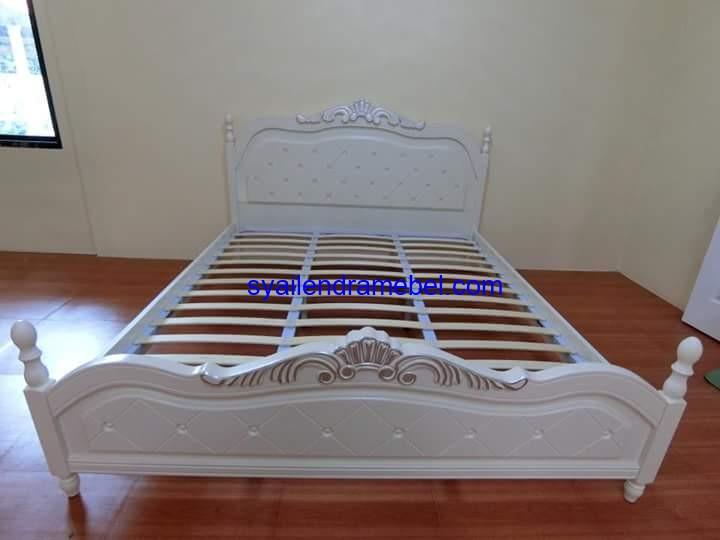 Tempat Tidur Ukiran Simpel